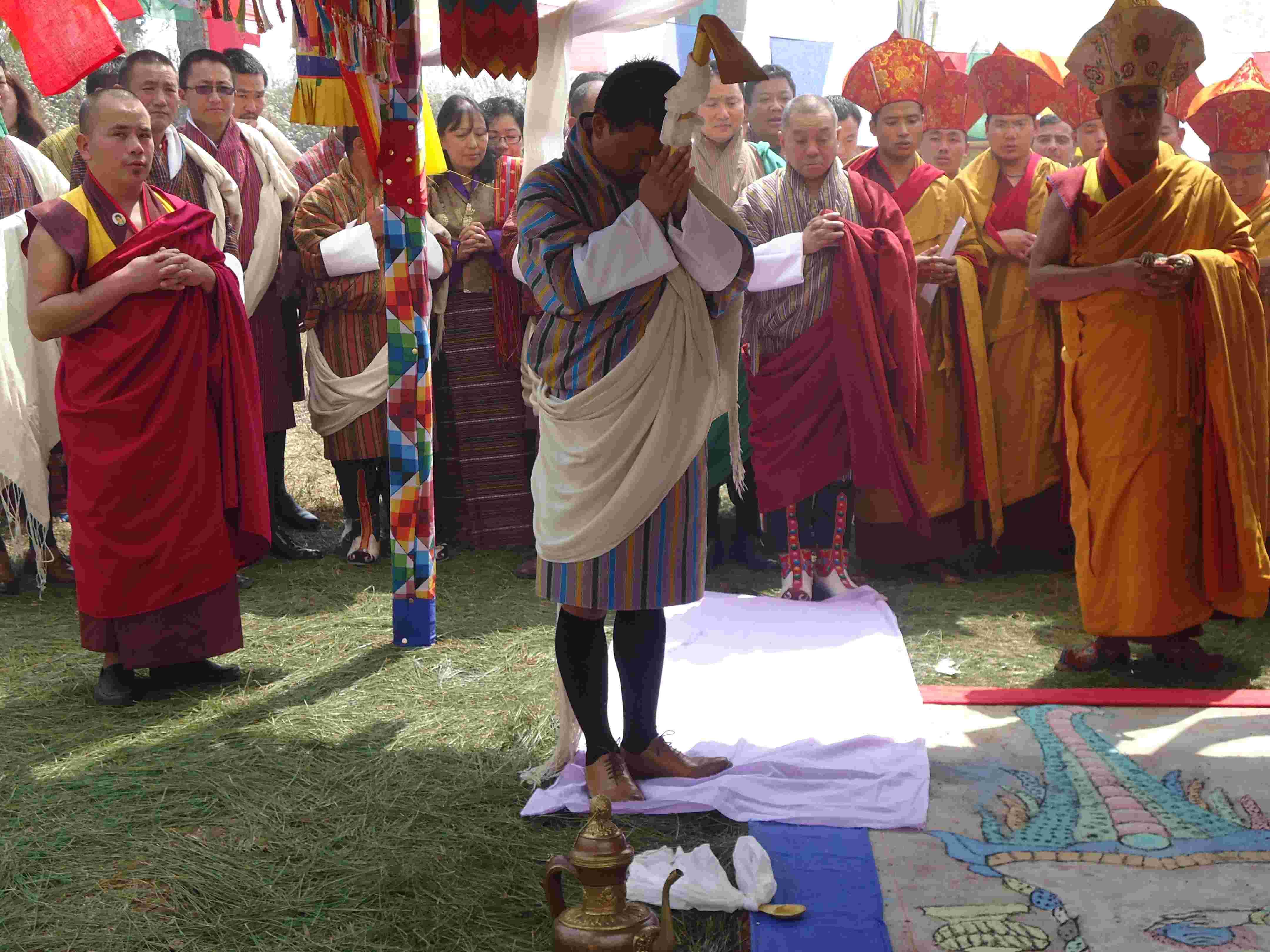 seeking blessing of sai lhamo_